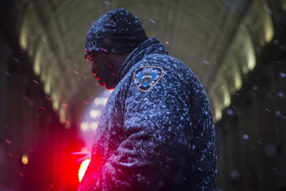 Tym razem w Nowym Jorku ma spaść do 90 cm śniegu /Andrew Kelly /PAP/EPA