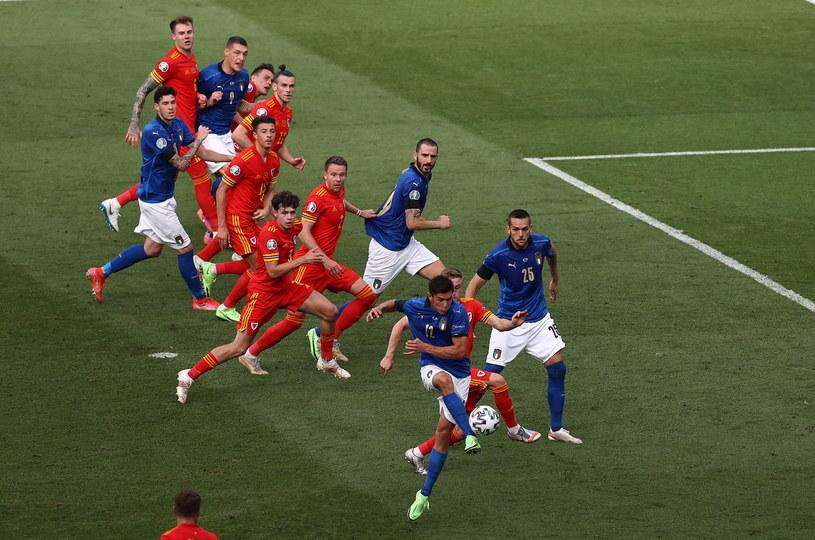 Tym strzałem Matteo Pessina otworzył wynik spotkania Włochy - Walia /PAP
