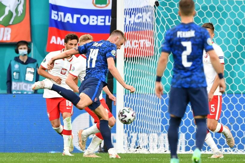 Tym strzałem Milan Szkriniar zapewnił Słowakom wygraną /Adam Warżawa /PAP