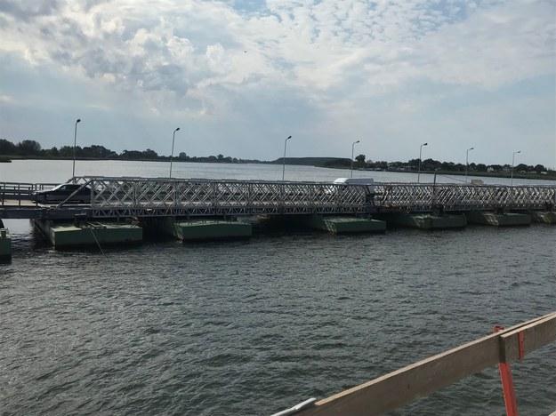 """""""Tymczasowy"""" most pontonowy, który powstał w latach 70. /Kuba Kaługa /RMF FM"""