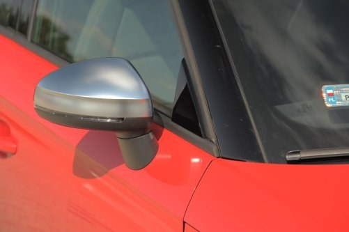 Typowe dla Audi z rodziny S: srebrne obudowy lusterek. /Motor