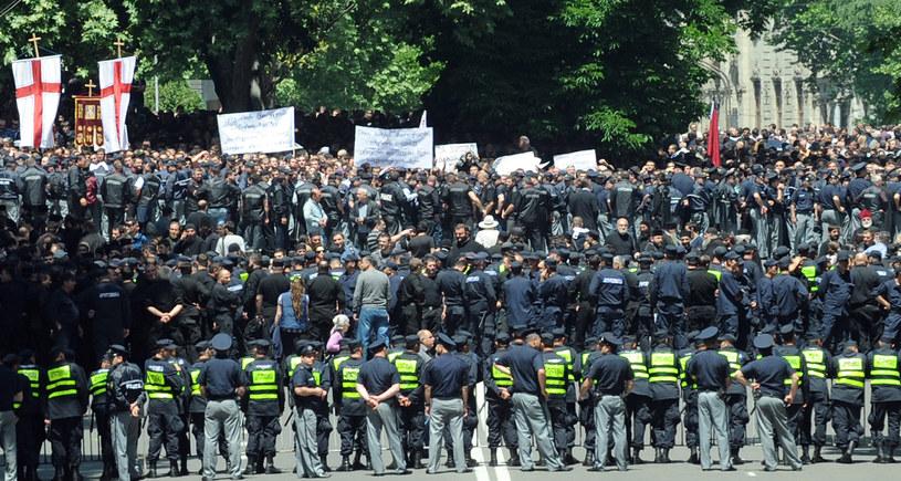 Tysiące demonstrantów udaremniły wiec homoseksualistów /AFP