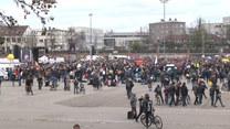 Tysiące koronasceptyków protestowało przeciwko obostrzeniom w niemieckim Stuttgarcie