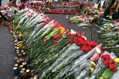 Tysiące kwiatów upamiętniają ofiary Majdanu