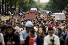 Tysiące licealistów protestowały w Paryżu