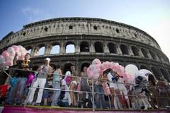 Tysiące ludzi na paradzie równości w Rzymie