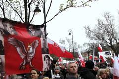 """Tysiące ludzi przed Pałacem Prezydenckim. """"Przychodzimy tu, bo chcemy pamiętać"""""""