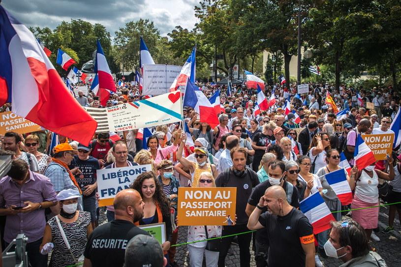 Tysiące ludzi uczestniczyły w całej Francji w protestach przeciwników paszportów covidowych /Christophe Petit-Tesson /PAP/EPA