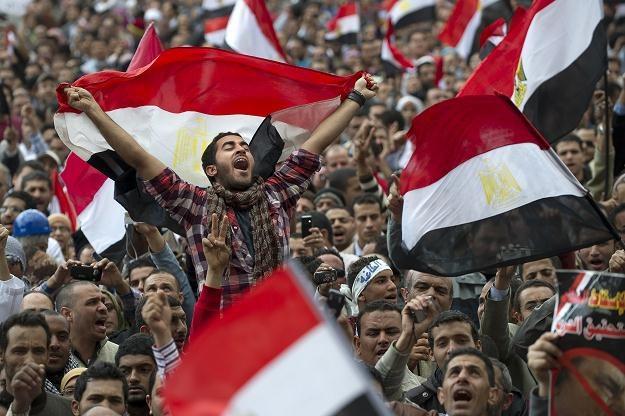 Tysiące ludzi wciąż demonstrują na placu Tahrir /AFP