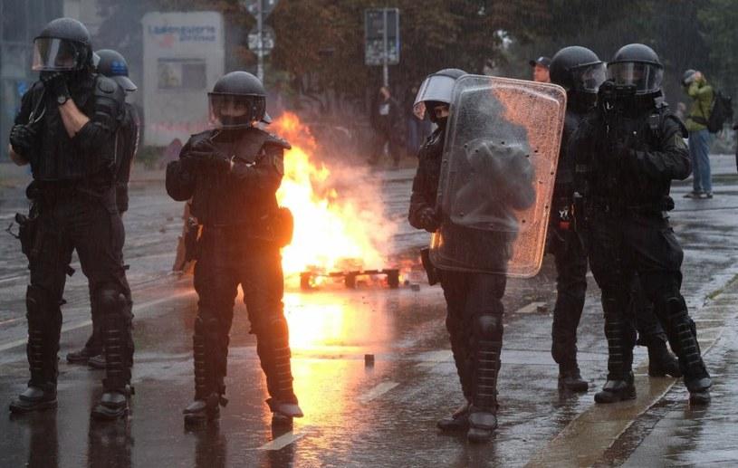"""Tysiące ludzi wyszło na ulice Lipska pod hasłem """"Wszyscy jesteśmy LinX"""" /DPA-Zentralbild/Associated Press/ /East News"""