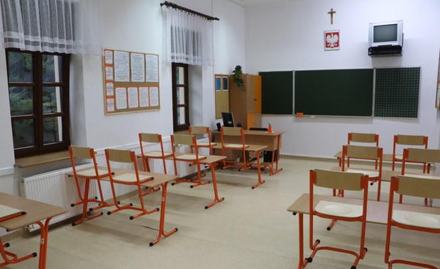 Tysiące nauczycieli nie wróciły po wakacjach do szkół. Boją się koronawirusa?