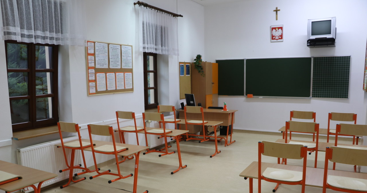 Tysiące nauczycieli nie wróciły po wakacjach do szkół. Boją się koronawirusa?  Tysiące nauczycieli nie wróciły po wakacjach do szkół. Boją się koronawirusa? 000AHPAVSO15JEBG C461