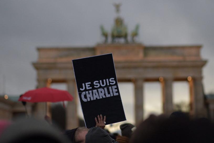 Tysiące osób oddało hołd ofiarom zamachów /AFP