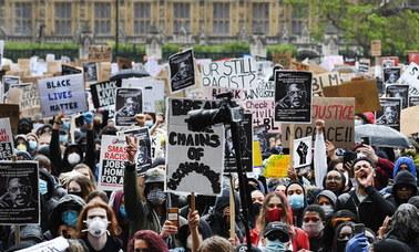 Tysiące osób protestowało w Londynie po śmierci George'a Floyda. Mimo deszczu i koronawirusa