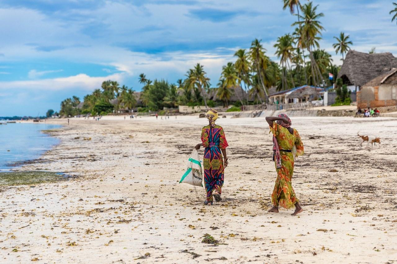 Tysiące turystów na Zanzibarze. Rząd Tanzanii neguje Covid-19