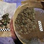 Tysiące zabytkowych monet w piwnicach kamienicy. Niezwykłe odkrycie w Krakowie