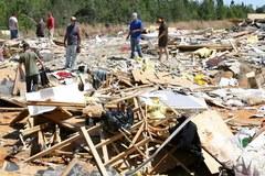 Tysiące zniszczonych budynków po tornadach w USA