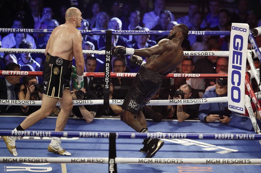 Tyson Fury wygrał walkę z Deontayem Wilderem /ETIENNE LAURENT /PAP
