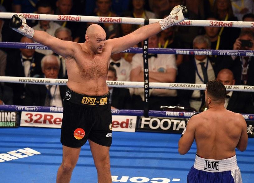 Tyson Fury (z lewej) podczas walki z Seferem Seferim /AFP
