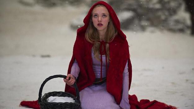 """Tytułową rolę w """"Dziewczynie w czerwonej pelerynie"""" gra Amanda Seyfried /materiały dystrybutora"""