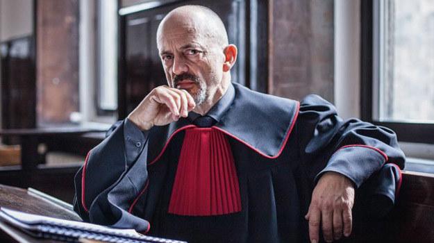 Tytułowy prokurator Kazimierz Proch (Jacek Koman) /Grzegorz Gołębiewski /TVP