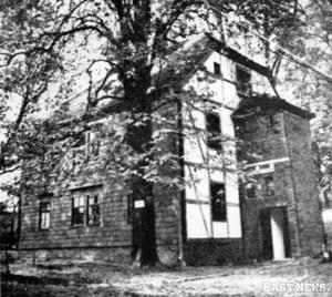 Tzw. Dom z Magdeburga, w którym więziony był brygadier Józef Piłsudski. Budynek przewieziony do warszawskich Łazienek w 1938 r. /Danuta B. Łomaczewska