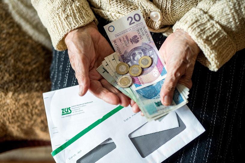Tzw. trzynasta emerytura trafiła już do ponad 8,4 mln spośród 9,8 mln uprawnionych /Daniel Dmitriew /Agencja FORUM