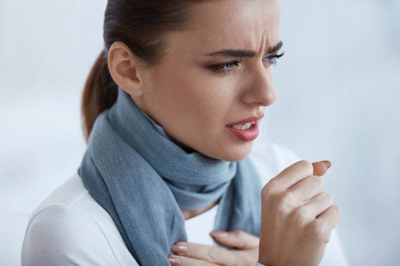 U dorosłych krztusiec objawa się kaszlem trwającym nawet 30-40 minut /123RF/PICSEL