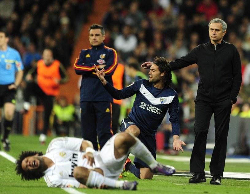 U Jose Mourinha (z prawej) Marcelo (leży) i inni Brazylijczycy niemal zawsze grali świetnie. /AFP