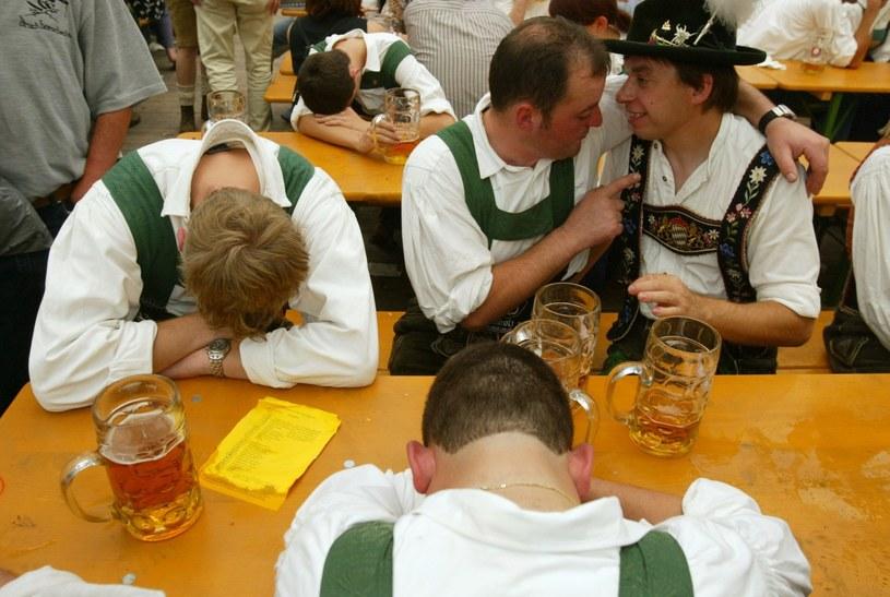 U niektórych alkoholików już minimalna ilość alkoholu powoduje stan upojenia... /Getty Images/Flash Press Media