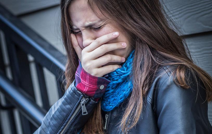 U ofiar przemocy występują również objawy somatyczne, np. bóle głowy, brzucha, nudności. /123RF/PICSEL
