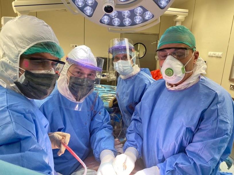 U zakażonej koronawirusem 18-latki przeprowadzono pilny przeszczep /WUM /