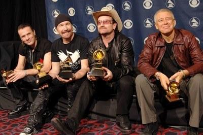 U2 ze swoimi pięcioma nagrodami Grammy /arch. AFP