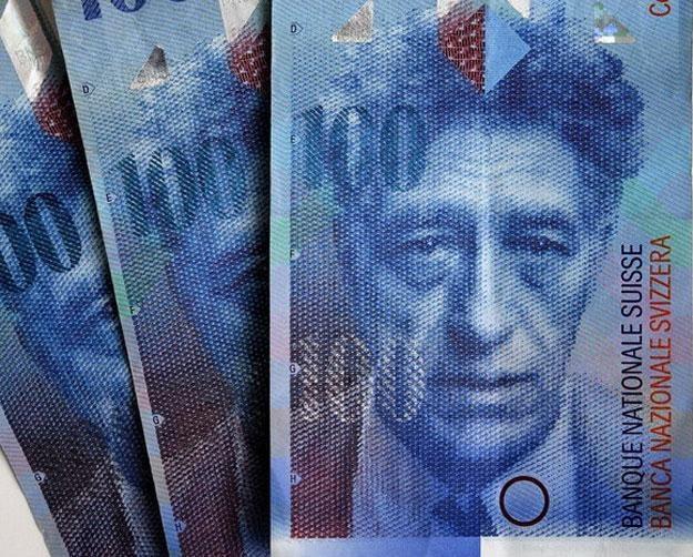 Ubezpieczenie dla kredytu na 300 tys. zł wyniesie aż 6 tys. zł /AFP