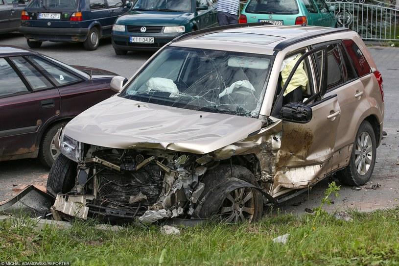 Ubezpieczyciele zmuszani są do wypłat większych odszkodowań, więc zamierzają sięgnąć do kieszeni kierowców /Michał Adamowski /Reporter