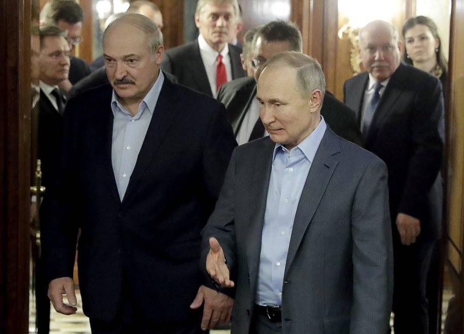 Ubiegający się o reelekcję prezydent Białorusi Alaksandr Łukaszenka i prezydent Rosji Władimir Putin /MIKHAIL METZEL  /PAP/ITAR-TASS