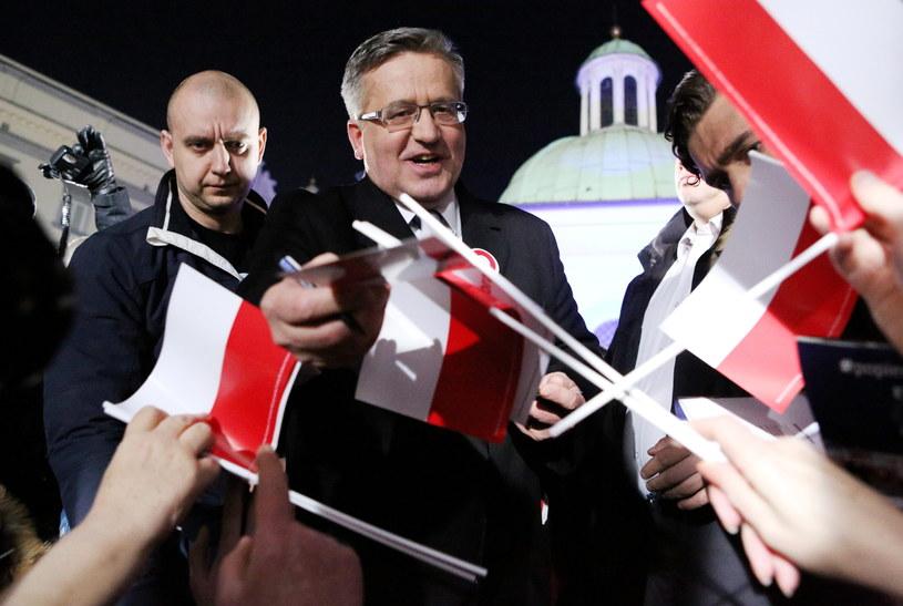 Ubiegający się o reelekcję prezydent Bronisław Komorowski, podczas spotkania z wyborcami /Stanisław Rozpędzik /PAP