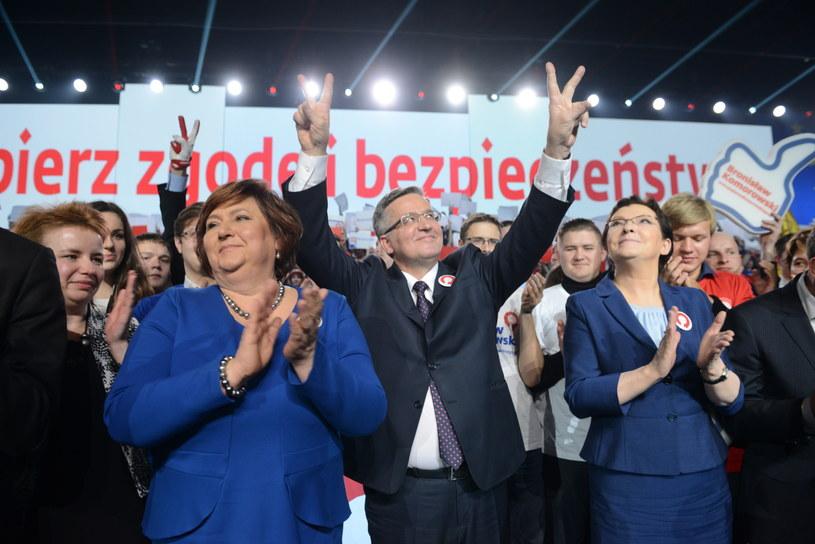 Ubiegający się o reelekcję prezydent Bronisław Komorowski z małżonką Anną i premier Ewa Kopacz podczas konwencji wyborczej w Warszawie /Jacek Turczyk /PAP