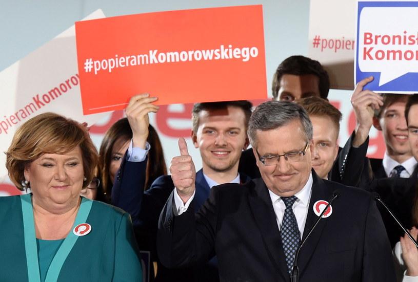 Ubiegający się o reelekcję prezydent Bronisław Komorowski z małżonką Anną /PAP