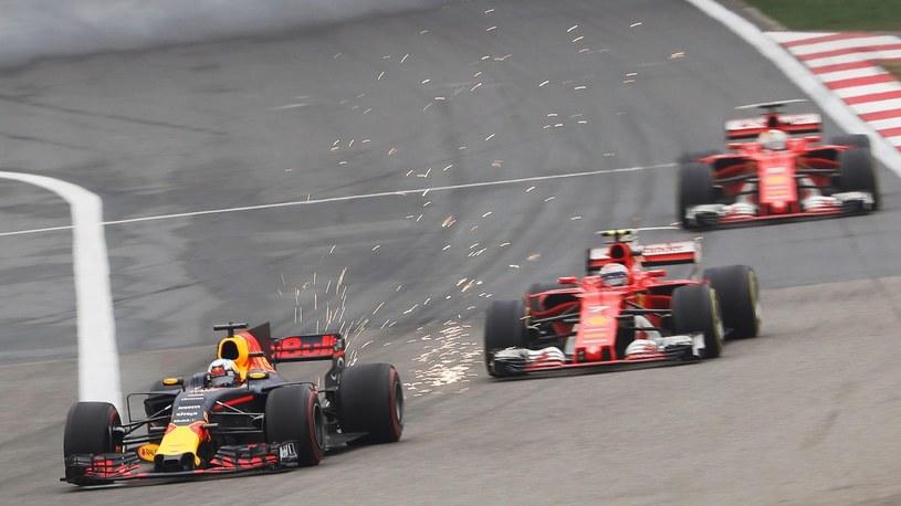 Ubiegłoroczne Grand Prix Chin F1 na torze w Szanghaju: Daniel Ricciardo z Australii na czele stawki, na torze Shanghai International Circuit. /Reuters