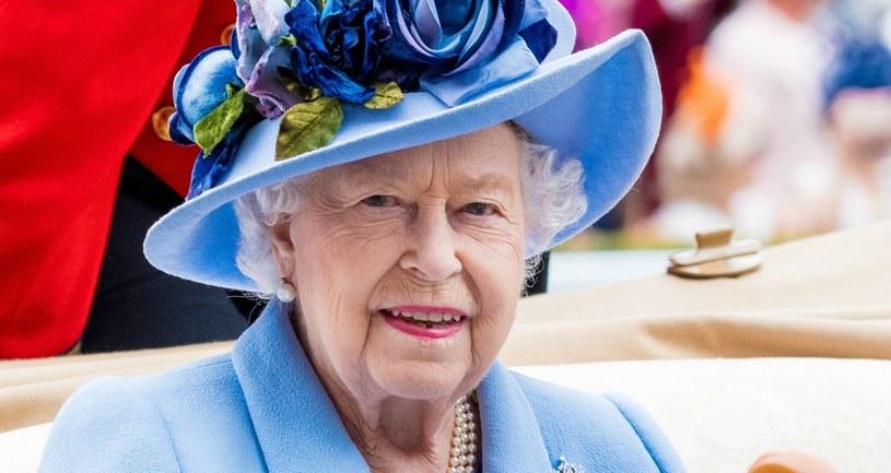 Ubiegły rok nie był łatwy dla królowej Elżbiety, jednak początek 2021 wydaje się być dla niej nieco łaskawszy /MISC/Backgrid /East News
