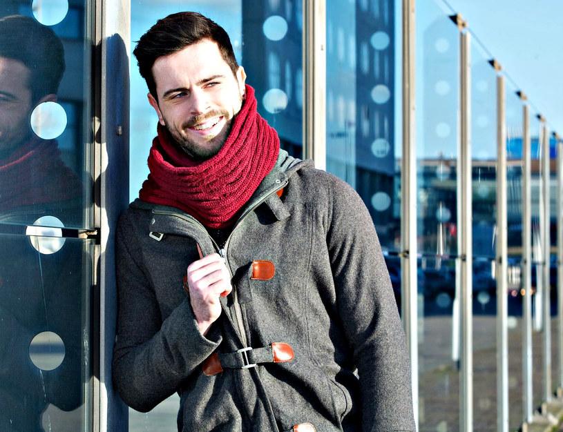 Ubierając się w zimniejsze dni należy pamiętać nie tylko o obowiązującej modzie, ale przede wszystkich potrzebach organizmu /123RF/PICSEL