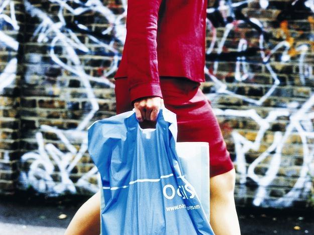 Ubrania Adidasa, meble Black Red White czy kosmetyki L'Oreal uchodzą u nas za luksusowe /© Bauer