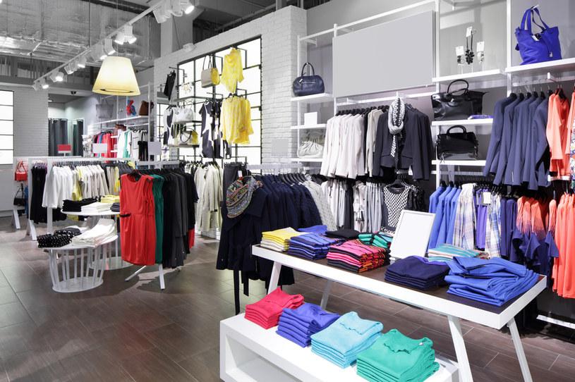 Ubrania, które kupujemy, nasączone są często toksycznymi syntetykami /123RF/PICSEL
