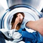 Ubrania po praniu brzydko pachną? Wyczyść pralkę!
