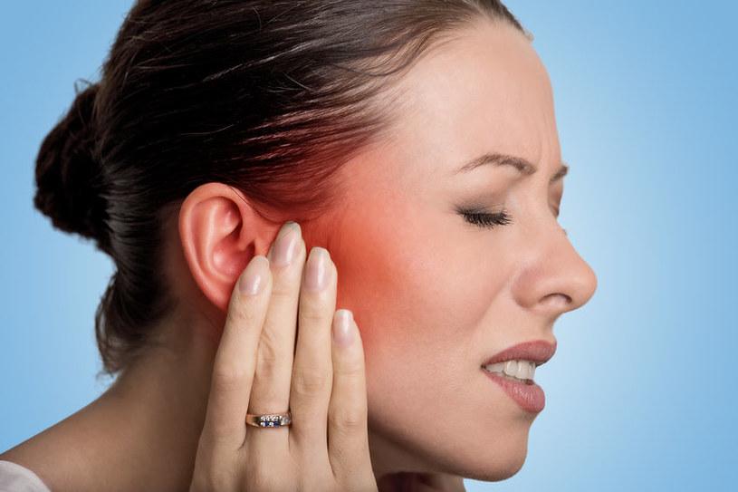 Ucho pływaka - bolesne zapalenie uszu /©123RF/PICSEL