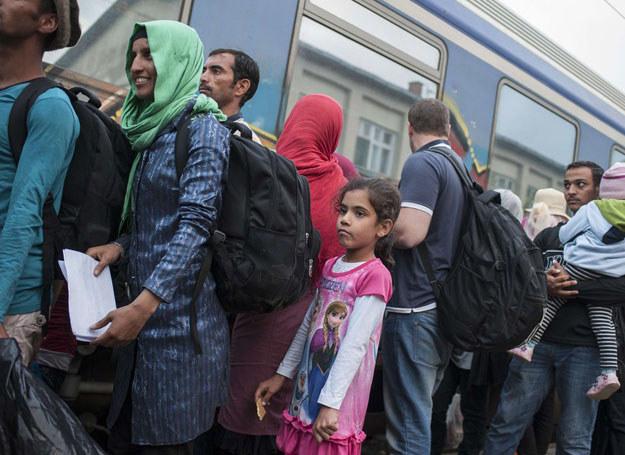 Uchodźcy czekający na pociąg na stacji w mieście Gewgelija (Macedonia), zdj. ilustracyjne /Robert Atanasovski /East News