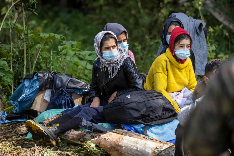 Uchodźcy koczują na granicy od kilkunastu dni /WOJTEK RADWANSKI/AFP/East News /East News
