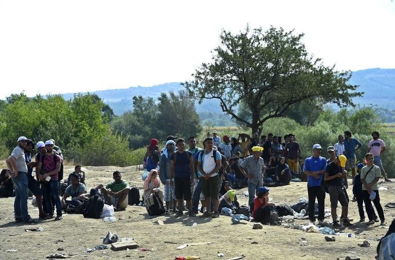 Uchodźcy na granicy /AFP
