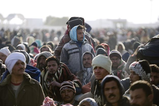Uchodźcy przy granicy z Tunezją /AFP